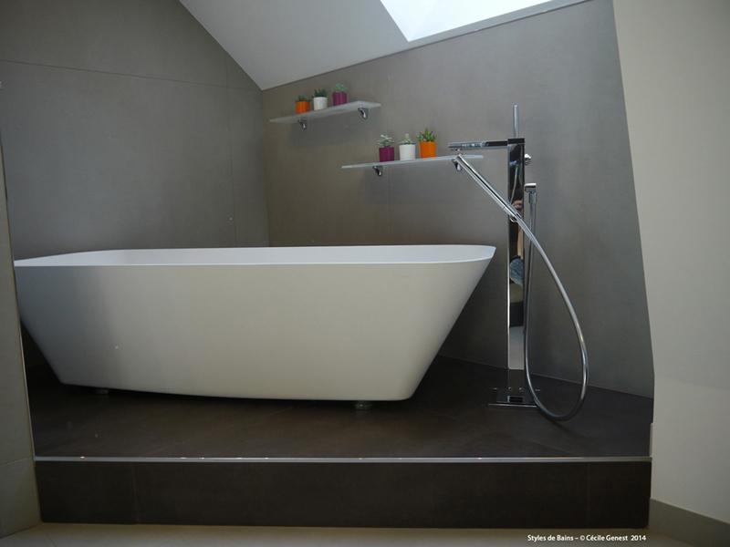 Salle de bain rennes nos realisations en r novation et for Baignoire ilot ceramique